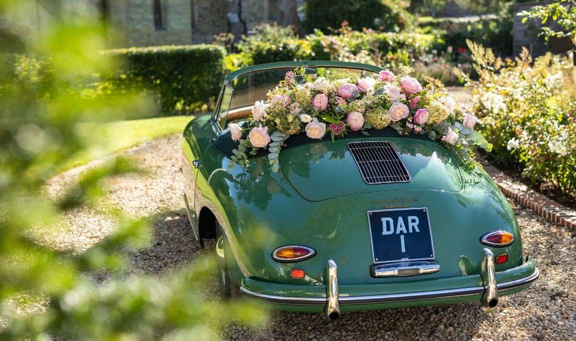 """<h5><a href=""""/rose-category/david-austin-wedding-roses/"""">Shop our Iconic <br>English Wedding Roses</a></h5>"""